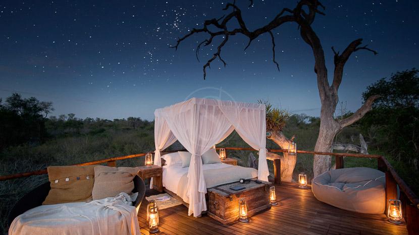 Nuit à la belle étoile , Lion Sands Chalkley Treehouse, Afrique du Sud © More Properties