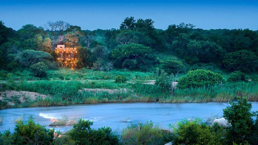 Nuit à la belle étoile , Lion Sands Tinyeleti Treehouse, Afrique du Sud © More Properties