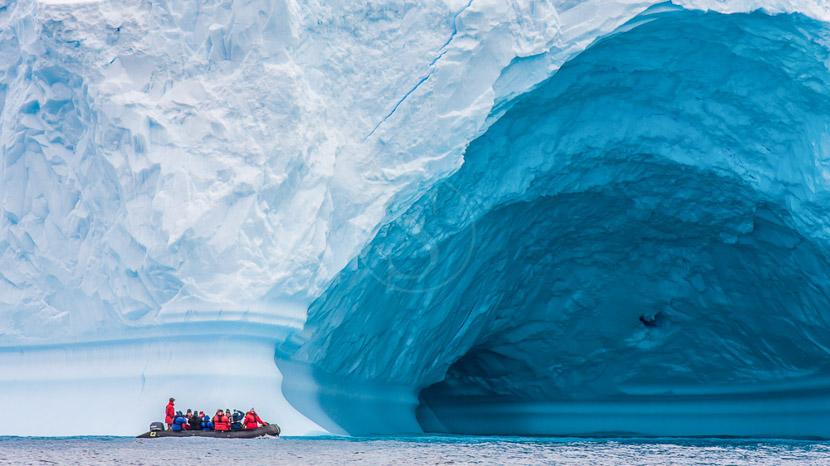 Au-delà du cercle polaire avec la compagnie du Ponant, Péninsule, Antarctique © Shutterstock