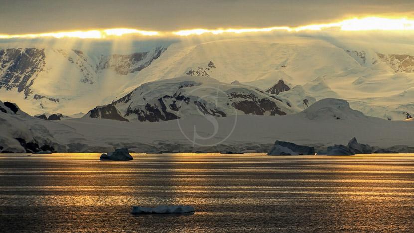 Éclipse solaire totale en Antarctique, Péninsule, Antarctique © Shutterstock