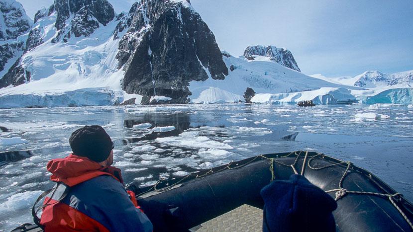 Croisière en Antarctique et île Shetland du Sud, Sortie en zodiac © Quark - Alex Benwell