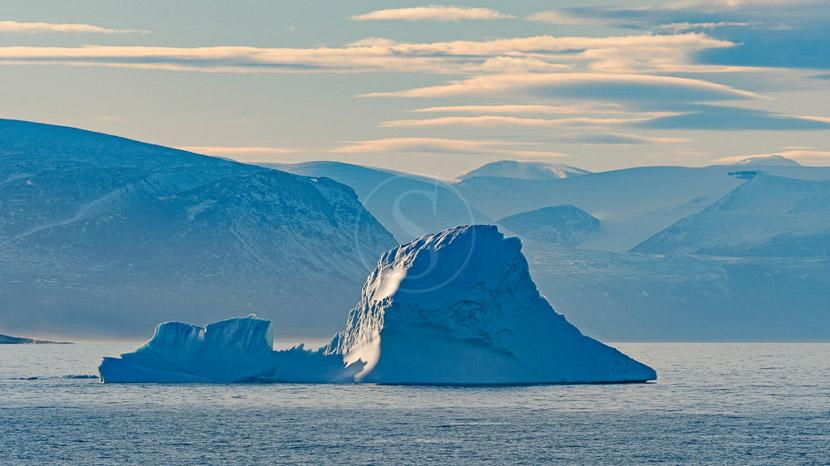 Le passage du Nord Ouest avec Ponant, Isabella Bay, Mer de Baffin, Canada © Shutterstock