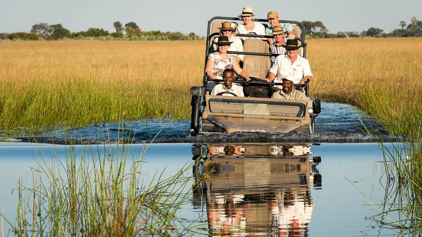 Safari en 4x4 dans le delta de l'Okavango, Kwetsani Camp, Botswana © Wilderness Safaris
