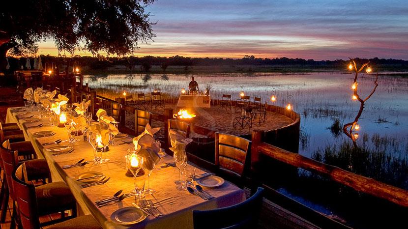 Dîner sous les étoiles dans le Delta de l'Okavango, Chief's Camp, Botswana