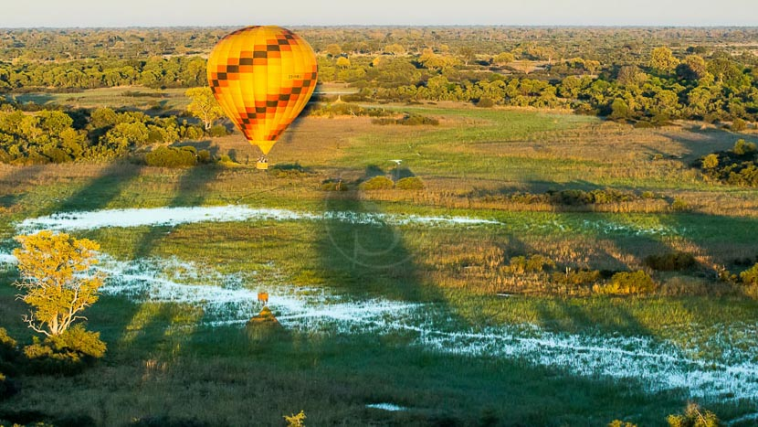 Survol du delta de l'Okavango en montgolfière, Vumbura Plains Camp, Botswana © Wilderness Safaris