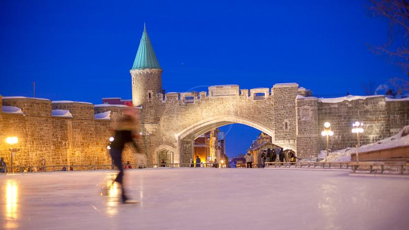 L'hiver au Québec, Porte Saint Jean, Québec, Canada © Office Tourisme