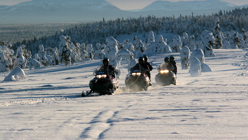 Motoneige, Activités nordiques, Finlande