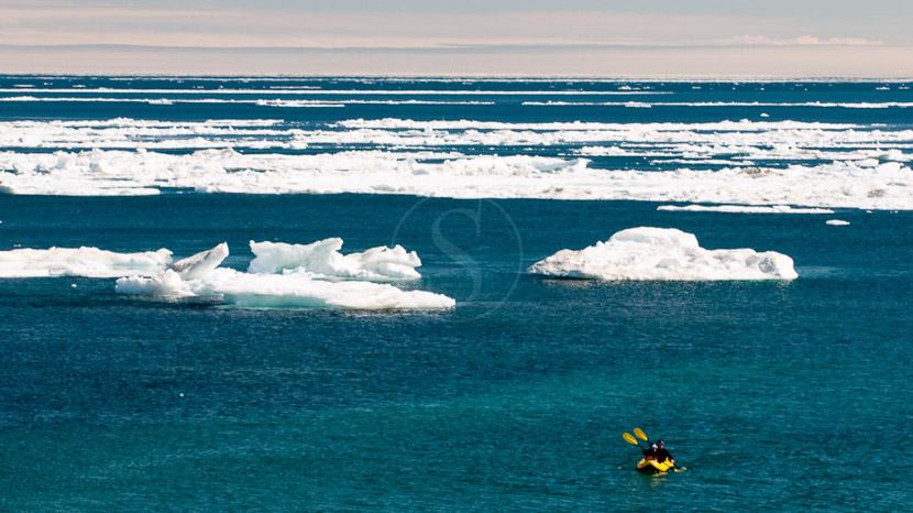La lisière de la banquise, Expédition arctique sur Igloolik, Nunavut © AK