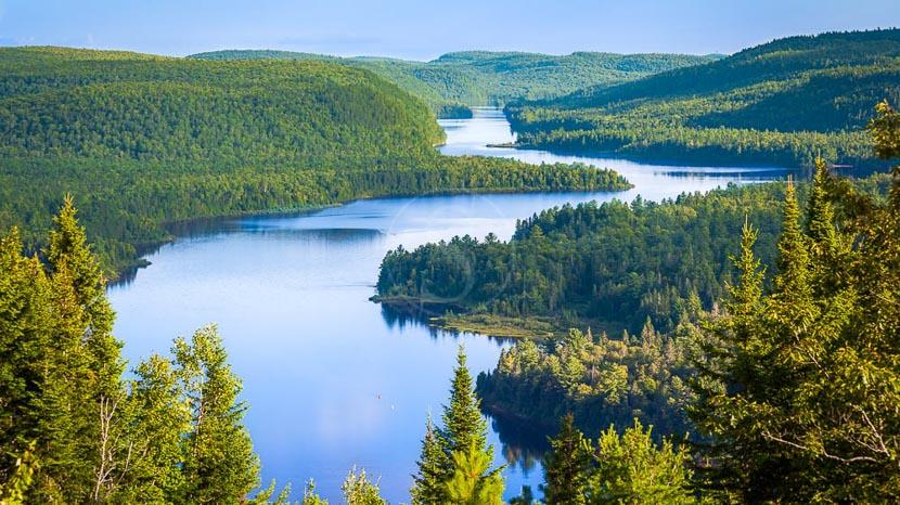 Survol panoramique en hydravion, Parc National de Mauricie au Québec, Canada © Shutterstock