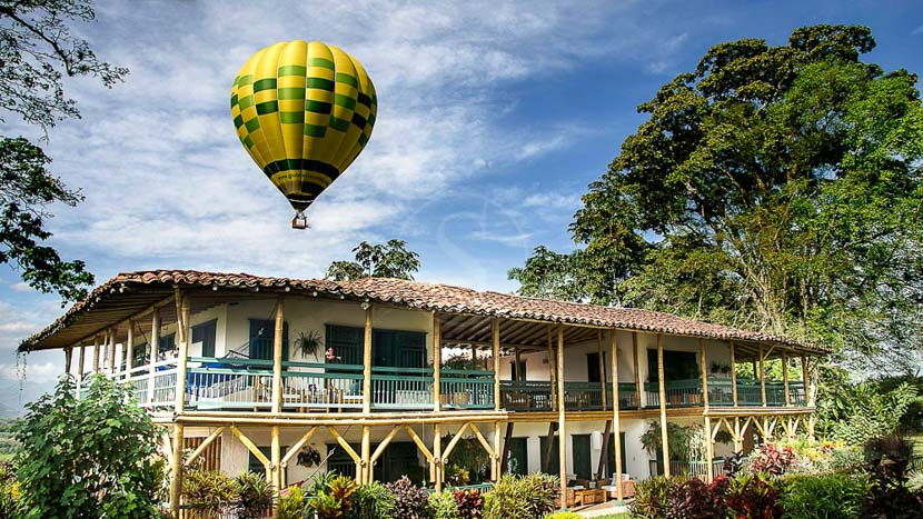 Survol en montgolfière à Bambusa, Hacienda Bambusa, Colombie © A. Castaneda Buraglia