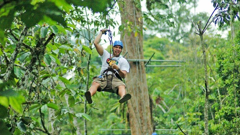 Surfer sur la canopée, Canopy Tour à Pacuare, Costa Rica © Pacuare