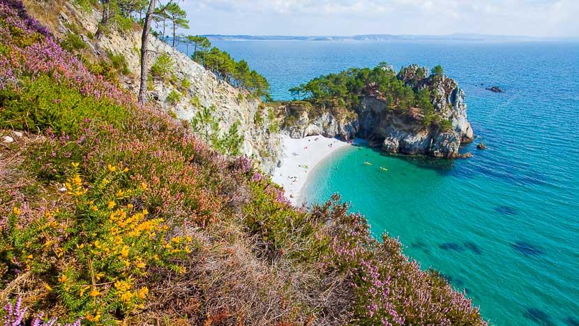 Croisière avec la compagnie du Ponant en Bretagne , Presqu'île de Crozon, France © Shutterstock