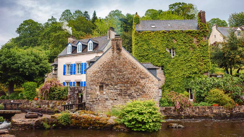 Croisière avec la compagnie du Ponant en Bretagne , Pont Aven, France © Shutterstock