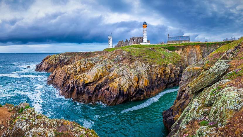 Croisière avec la compagnie du Ponant en Bretagne , Pointe Saint Mathieu, France © Shutterstock