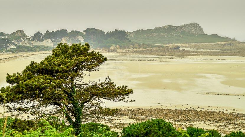 Croisière avec la compagnie du Ponant en Bretagne , Pointe de Primel, France © Shutterstock