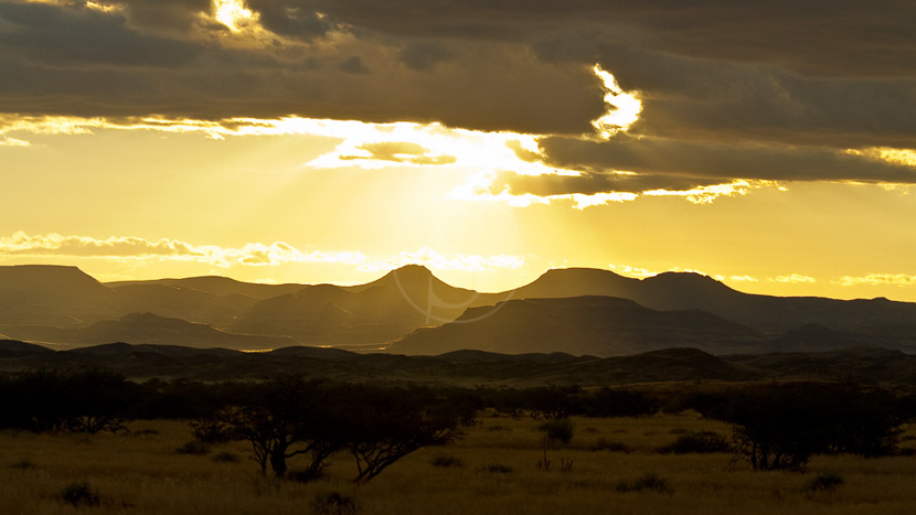 Massif du Brandberg, Ciel d'orage à Doro Nawas, Namibie