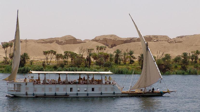 Voguer sur le Nil à bord d'une dahabiyeh, Croisière sur le Lazuli, Egypte