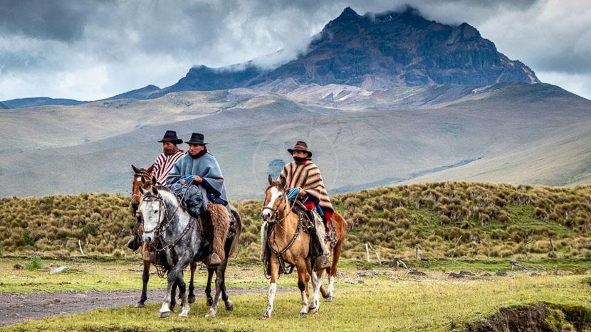 À cheval dans le parc national Cotopaxi, Balade à cheval, Equateur © Shutterstock