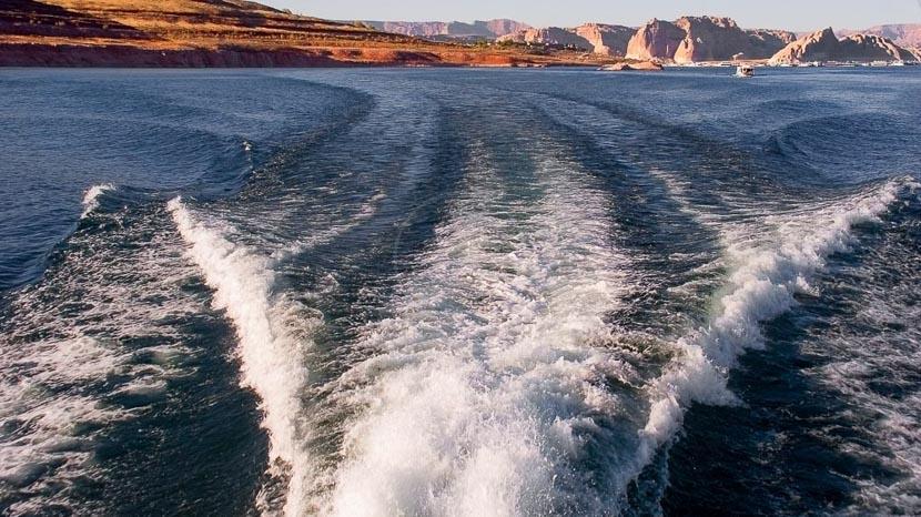 Location d'un hors-bord à Lake Powell, Lac Powell, Etats Unis © Shutterstock