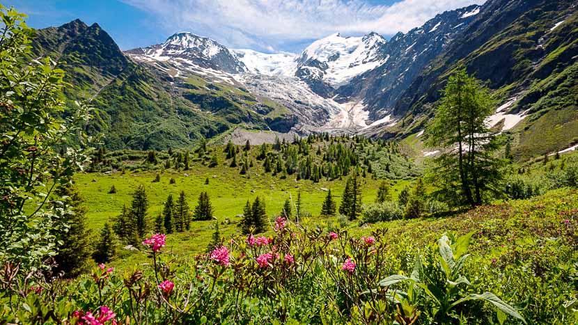 Randonnée glaciaire dans le massif du Mont Blanc, Région du Mont Blanc, France © Shutterstock
