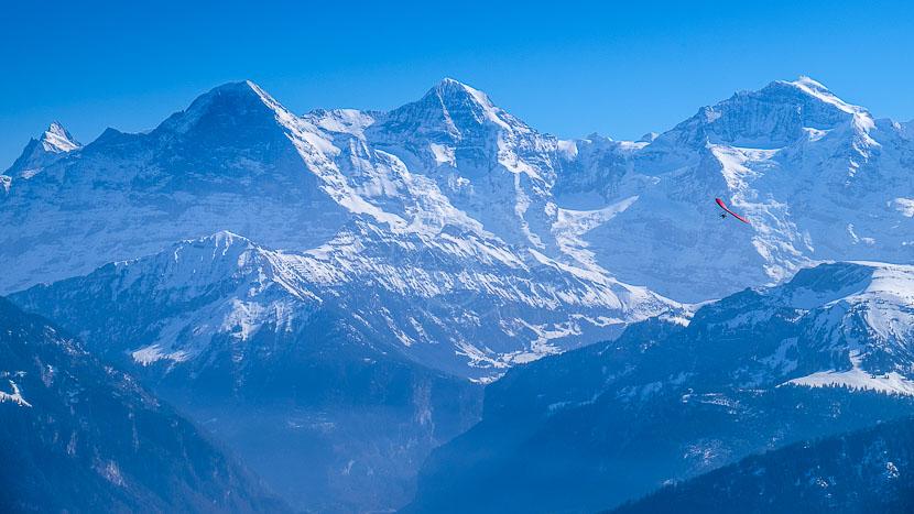 Massif du Mont Blanc en hélicoptère, Alpes du nord, France © Shutterstock