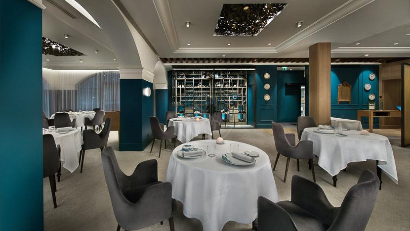 Restaurant Jean Sulpice, Auberge du Père Bise, Talloires, France © Auberge du père Bise