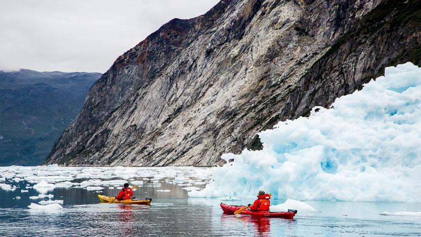 Faire du kayak nordique, Nuuk, Groenland © Shutterstock
