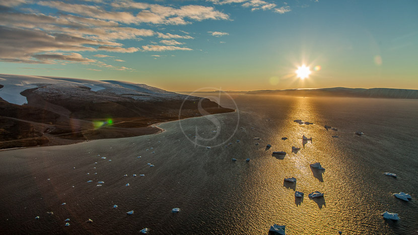 Le soleil de minuit, Nord-Ouest du Groenland © Shutterstock