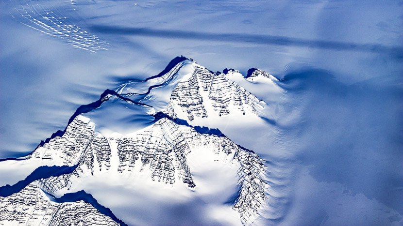 Survoler en avion la plus grande île au monde, Côte Est du Groenland © Shutterstock