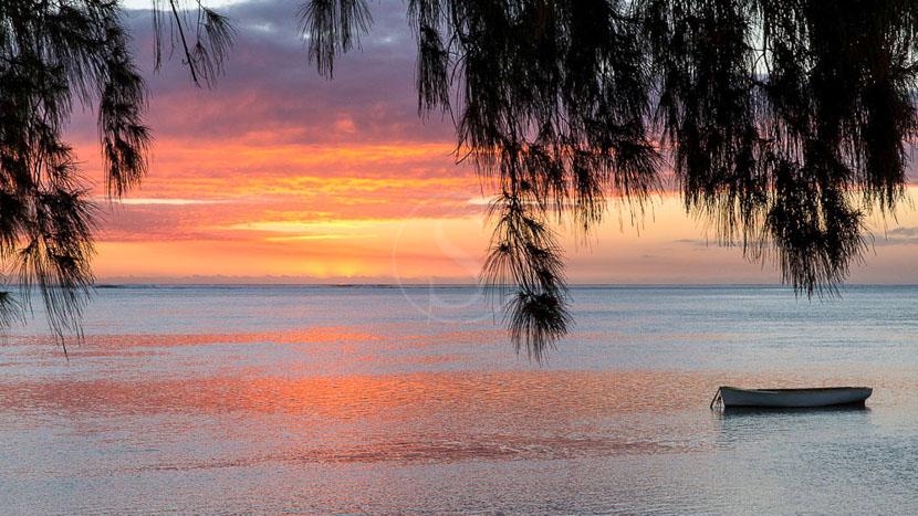 La plage de Flic en Flac et son coucher de soleil, Coucher de soleil sur Flic en Flac, Île Maurice © Tous droits réservés