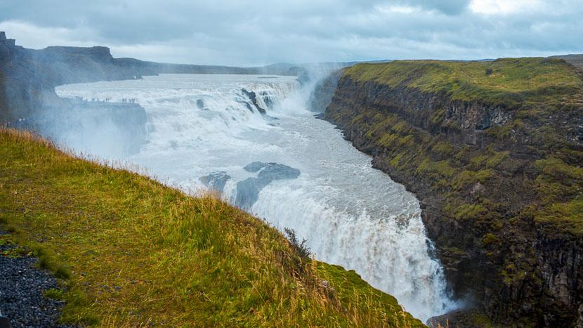 Le Secret Lagoon, Gullfoss waterfall, Islande © Sstock