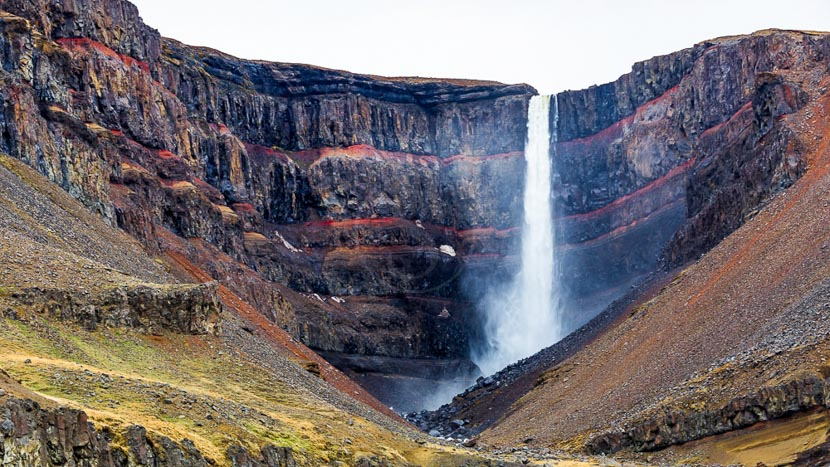 Les fjords de l'est, Hengifoss Waterfall, Islande © Sstock