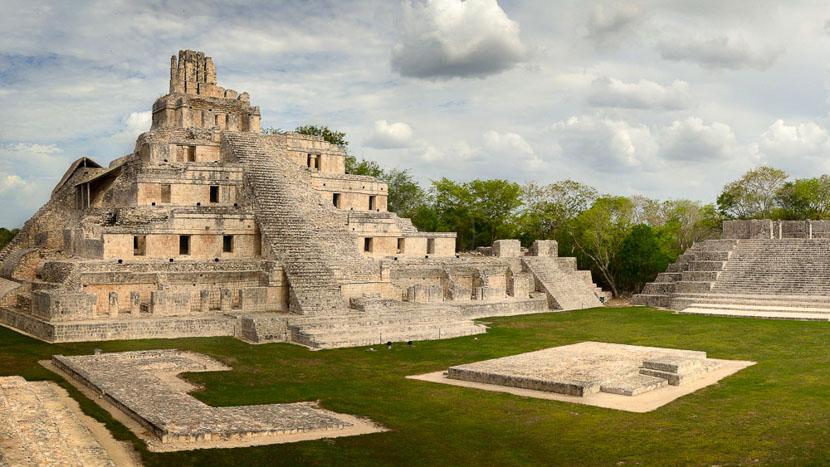 Uxmal et les sites de la route Puuc, Site Maya de Edzna, Mexique