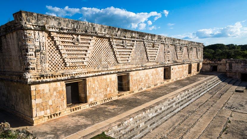 Uxmal et les sites de la route Puuc, Pyramides de Uxmal, Mexique