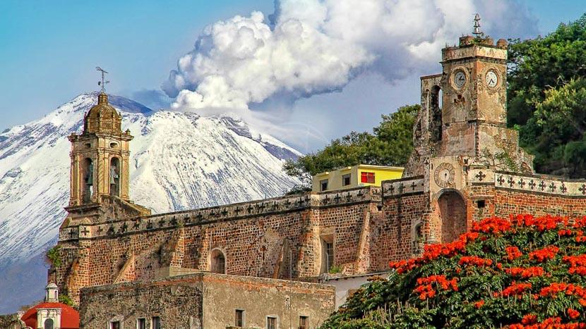 La légende de Popocatepetl et Iztaccihuatl, Volcan Popocatepetl, Mexique © Tous droits réservés