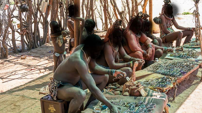Les Himbas de Kamanjab, Himbas à Kamanjab © MaciejZiarko - Pixabay