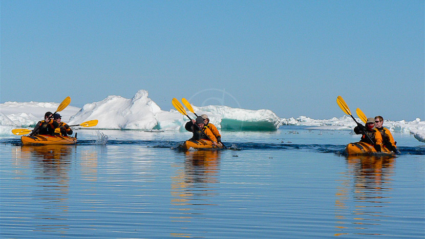 Kayak de mer, Excursion en Kayak, Spitzberg © Andre Gostnikov