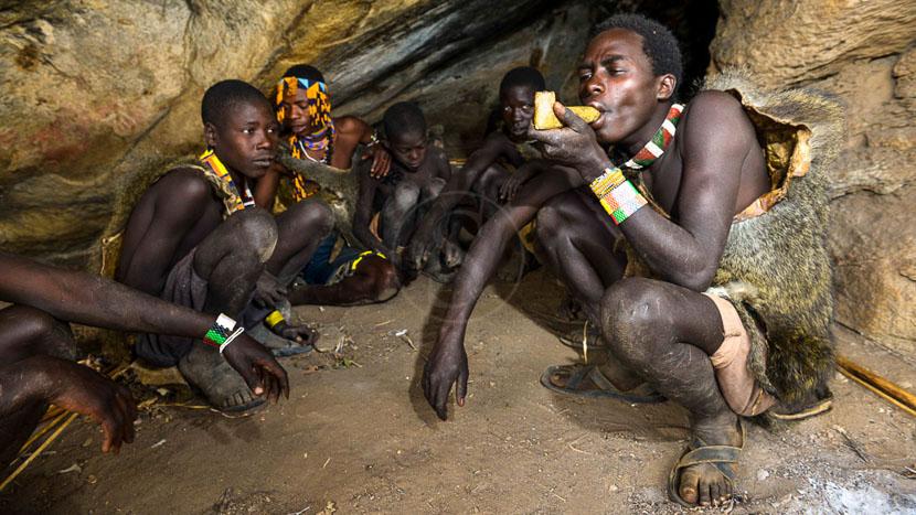 Rencontre avec les Hadzabes, Tribu Hadzabés, Tanzanie © Tawisa