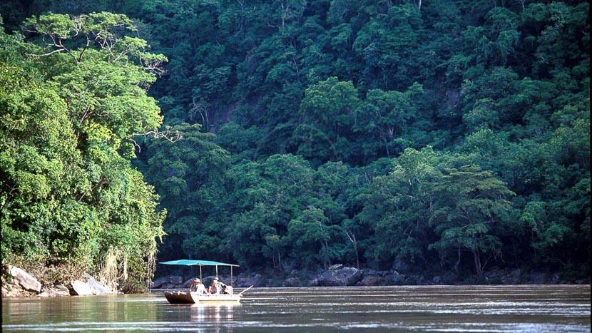 Safari en bateau dans la réserve animalière de Selous, Sand Rivers Selous, Tanzanie © Nomad