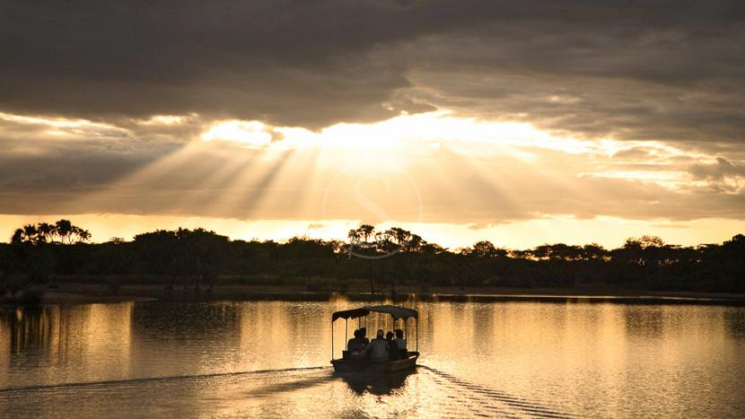 Coucher de soleil sur le Rufiji, Siwandu, Réserve de Sélous, Tanzanie