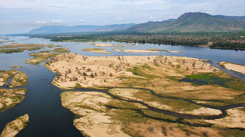 Safari dans le parc national du Lower Zambezi, Vue du Zambèze à Potato Bush Camp, Zambie © Potato Bush Camp