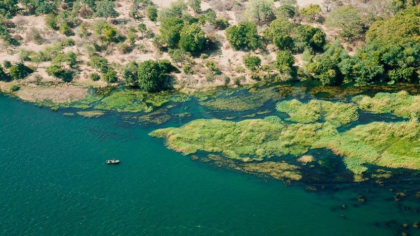 Safari en bateau sur le Zambèze, Survol du Lower Zambezi, Zambie et Zimbabwe
