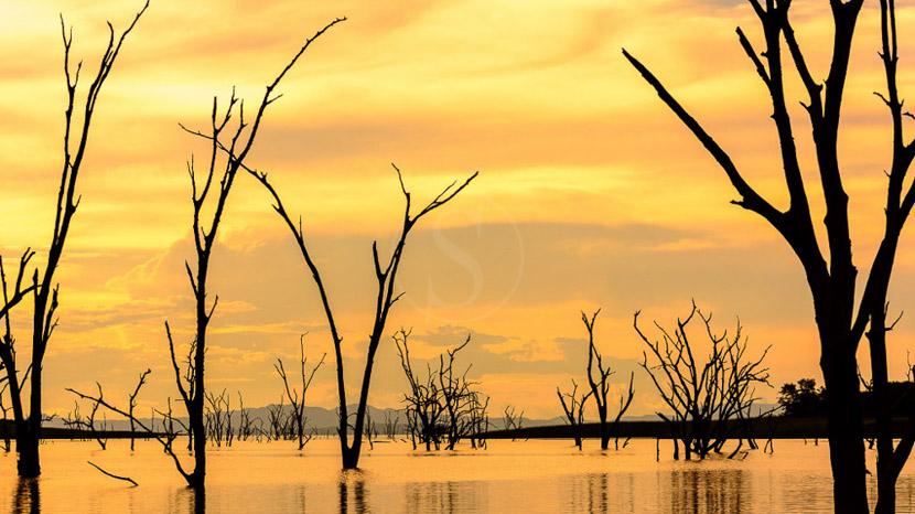 Les plus beaux couchers du soleil d'Afrique, Croisière privée sur le lac Kariba, Zimbabwe © Roger de la Harpe
