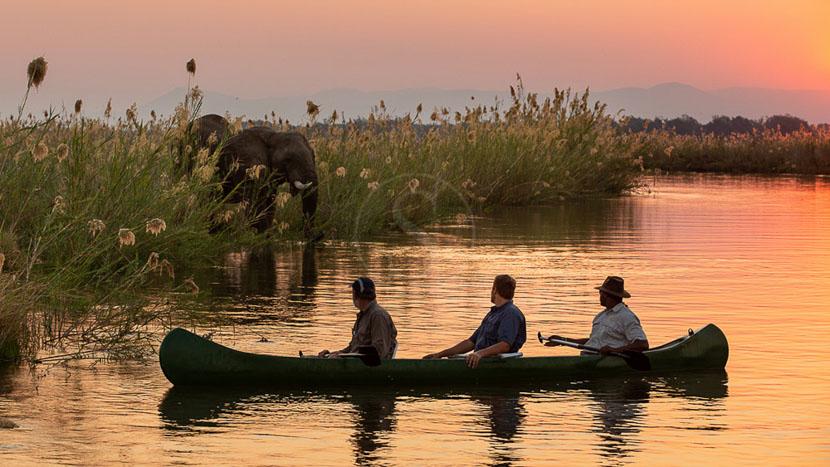 Canoë à Mana Pools, Greater Mana Expedition, Zimbabwe © Andrew Howard