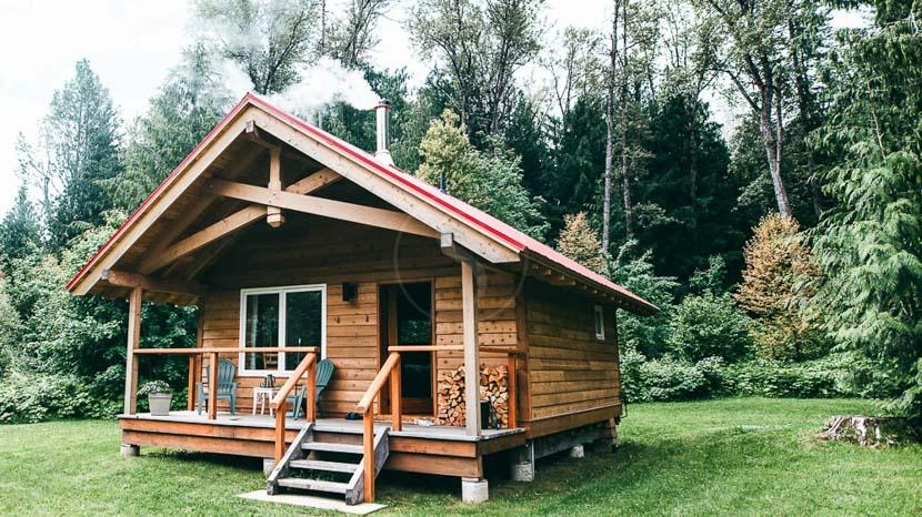 Wild Bear Lodge, Grizzly Bear Ranch, Canada