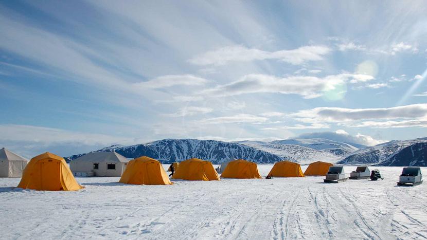 Tented Safari Camp sur glace, Camp sur la banquise, Terre de Baffin, Canada © AK