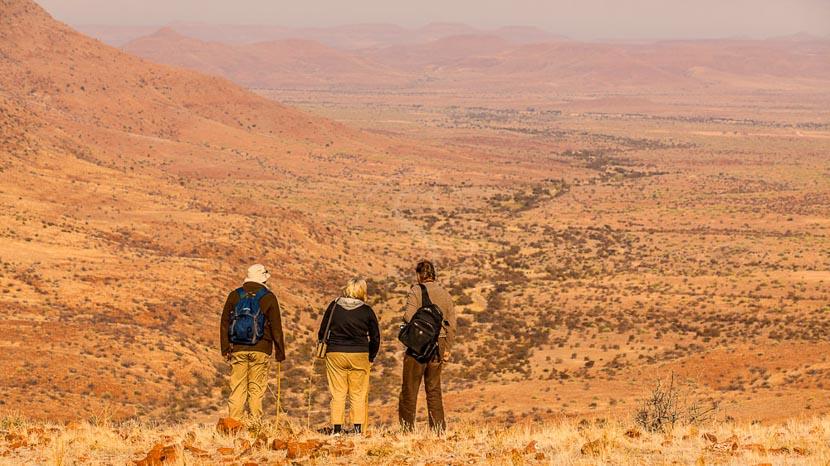 Nuit et marche au cœur du Damaraland, Etendeka Mountain Camp, Namibie