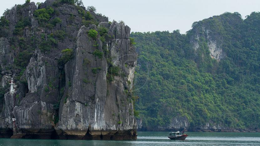 Jonque privée dans la Baie d'Halong, Vietnam
