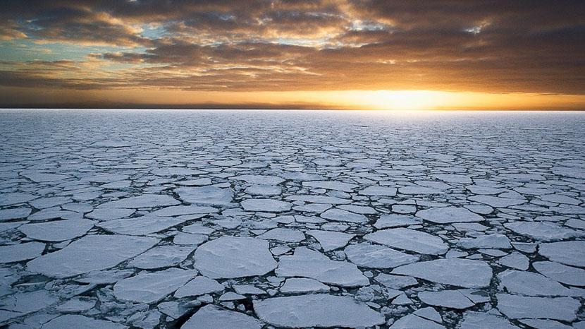 Antarctique, Lever de soleil en Antarctique © Quark - John Weller