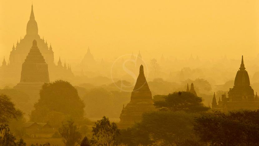 Birmanie, Vue de Bagan avec plus de 200 temples